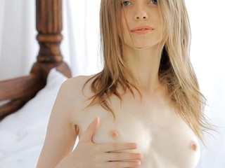 Beauty in stocking needs to ease her horny wants urgently