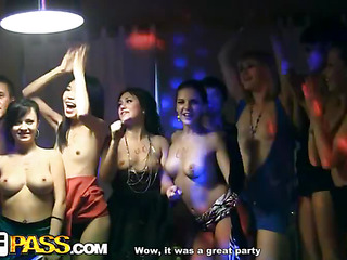 Those lecherous college chicks haven't had sex for a whilst, so they decided to get jointly for a steamy college sex party with attractive guys. From the very start it's obvious that the party's gonna disgust a total blast! The horny students start with...