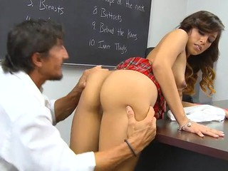 Schoolgirl lastly gets access to a huge older shlong