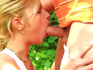 Cute girl feels a dick deep in her pussy for the chief time