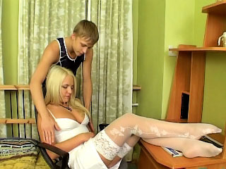 Charming tiro blonde with full of life tits showing shaved pussy