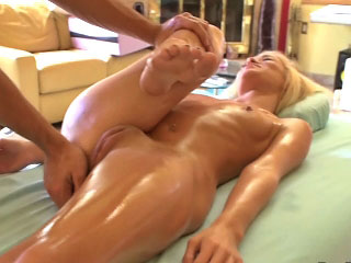 Hot untrained blonde girl gets screwed by dirty mighty dude
